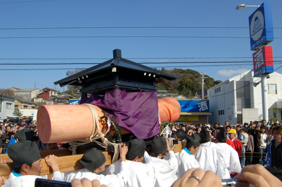 The main phallus is carried from Shinmei Shrine to Tagata Shrine by nearly a dozen men.