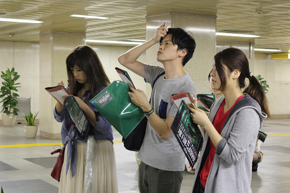 People holding the quiz booklet